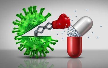 antibiotico resistenza. Batterio pugno a pillola